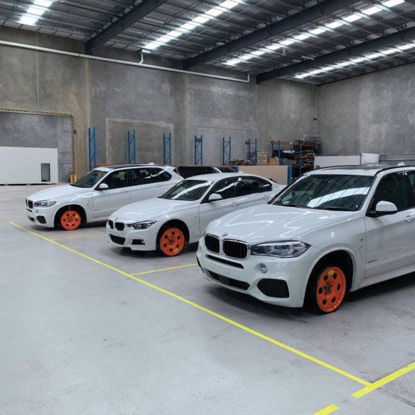 BMW white cars using Guniwheel