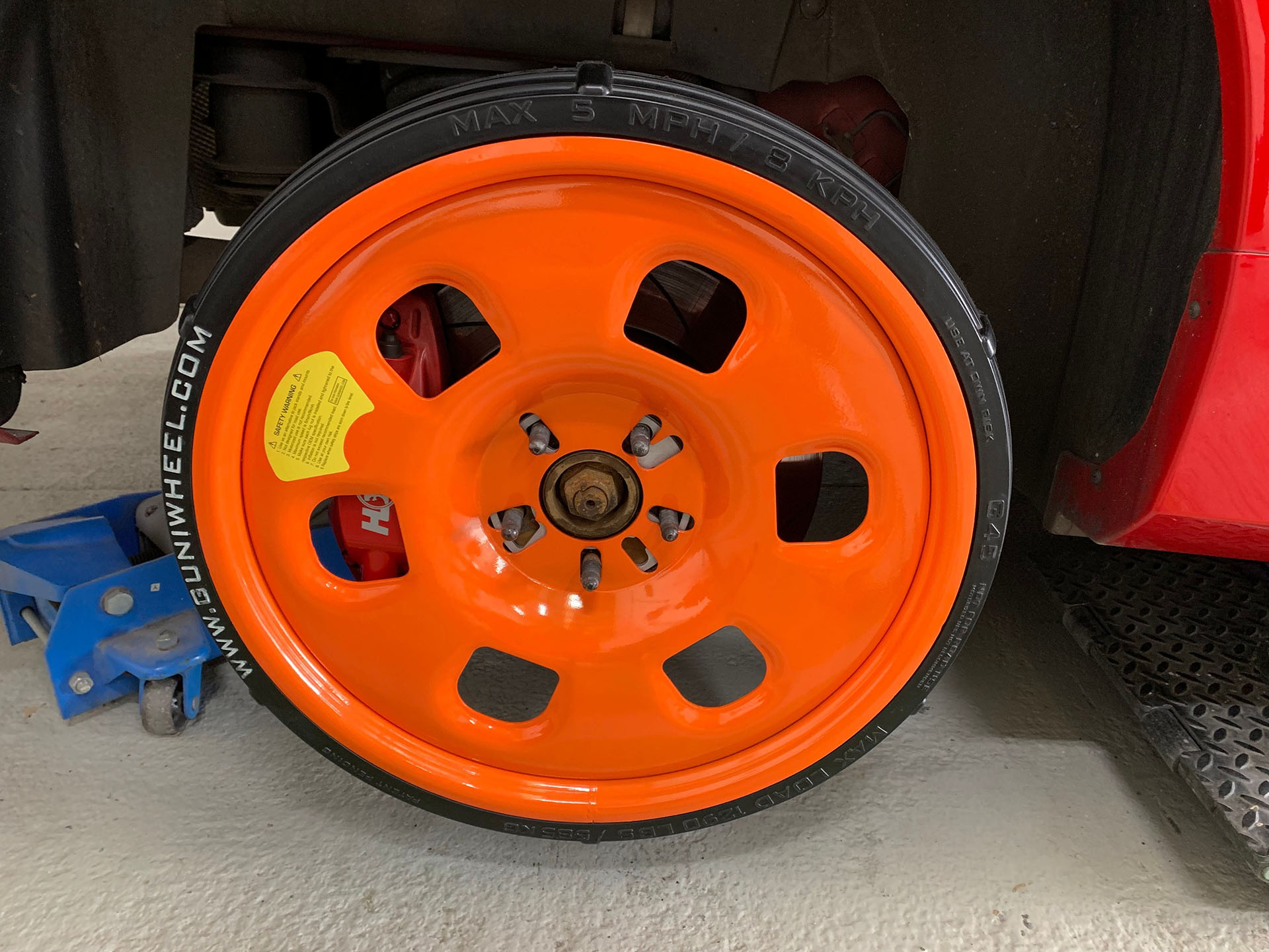 Installed Guniwheel on car